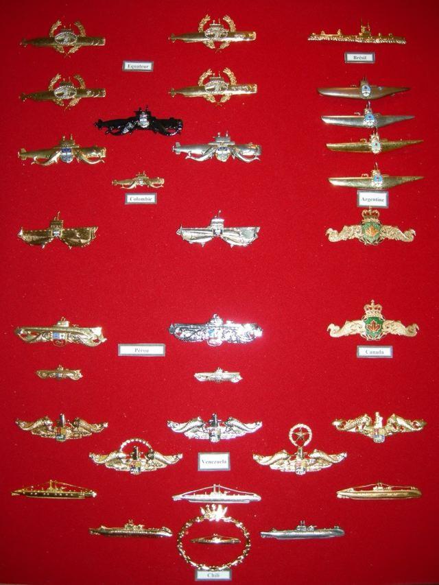 [ Logos - Tapes - Insignes ] Collection de rubans légendés de sous-marin et brevets SM Gra210