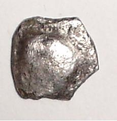 Obole au bucrane (oppidum de Montlaurès) [WM n° 8204] Bucran25