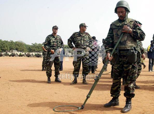 Les F.A.R et le maintien de la paix au monde 73050910