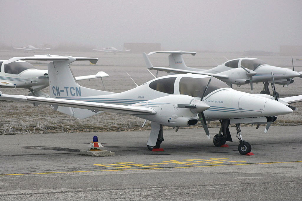 FRA: Avions VIP, Liaison & ECM Cn-tcn10