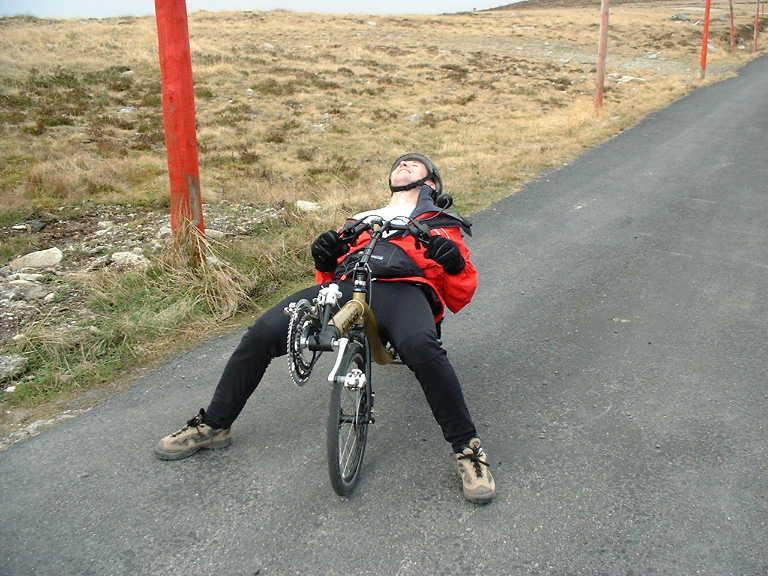 Il a un vélo couché 0212