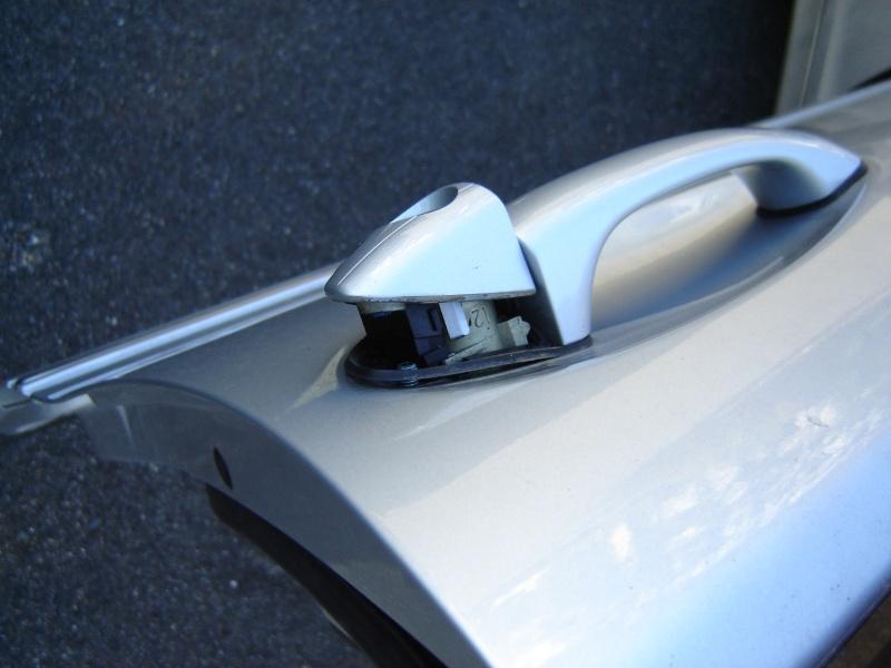 Mercedes classe c w203 d montage g che porte conducteur tuto - Demonter poignee de porte sans vis ...
