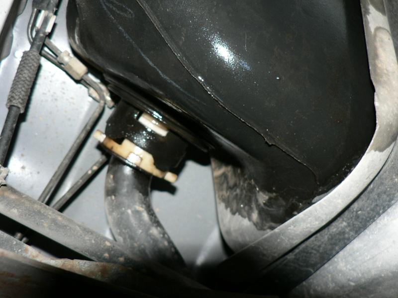 Ford mondeo 2l ghia 75000 km ess. an 1997 ] fuite réservoir