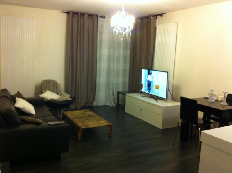 mobilier table salon type industriel. Black Bedroom Furniture Sets. Home Design Ideas